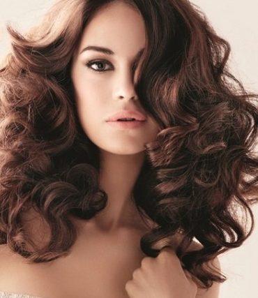 Як доглядати за кучерявим волоссям