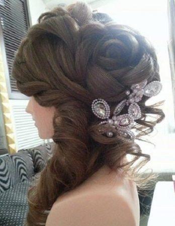 Троянда з волосся на весілля