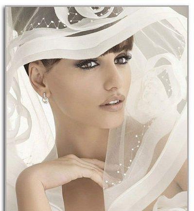 Весільні зачіски з капелюшками